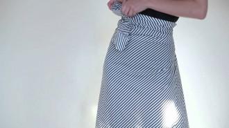 Una camicia da uomo che diventa una gonna, un vestito o un top…