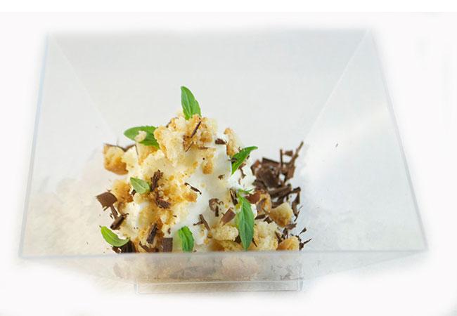 mousse-di-yogurt-crumble-alle-mandorle-e-scaglie-di-cioccolato-fondente