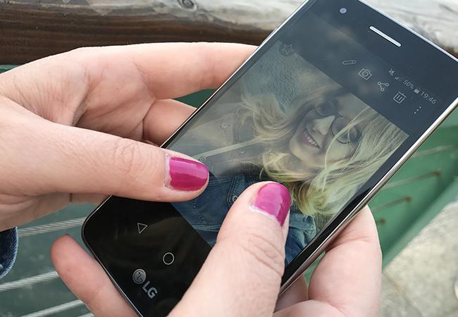 lg k8 smartphone design lifestyle batteria display fotocamera selfie