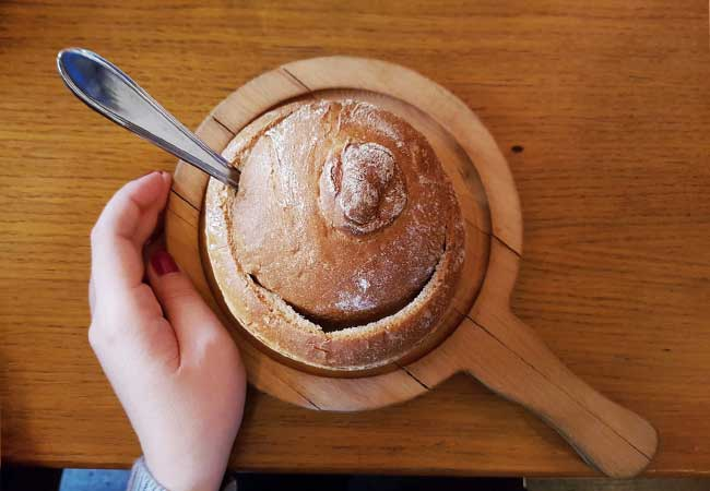 mangiare piatti tradizioni praga in centro - zuppa nel pane