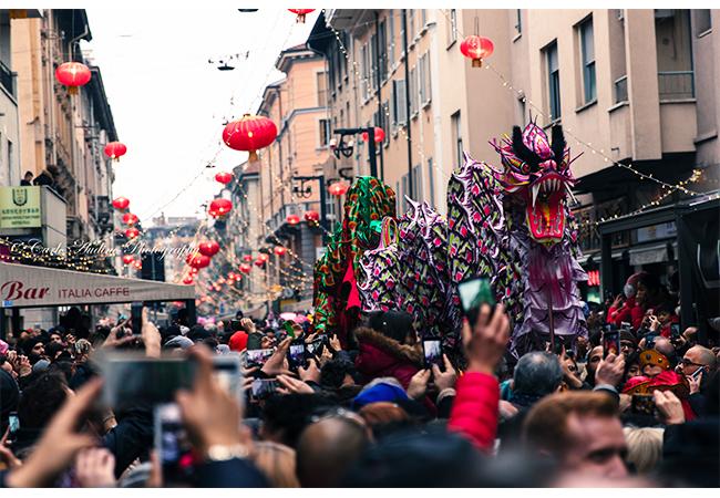 capodanno cinese milano anno del cane parata via paolo sarpi immagini festa