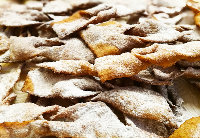 chiacchiere di carnevale la ricetta facile e veloce fritte o in forno farina integrale