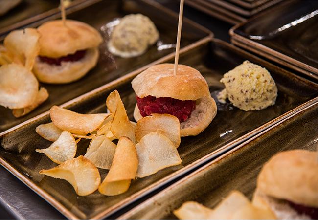 clash milano ristorante nyx hotel street food champagne menu gourmet aperitivo raw burger di manzo