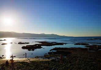 viaggio a gran canaria tramonto sulla playa del los canteros las palmas
